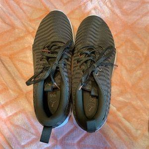 Puma soft foam tennis shoes